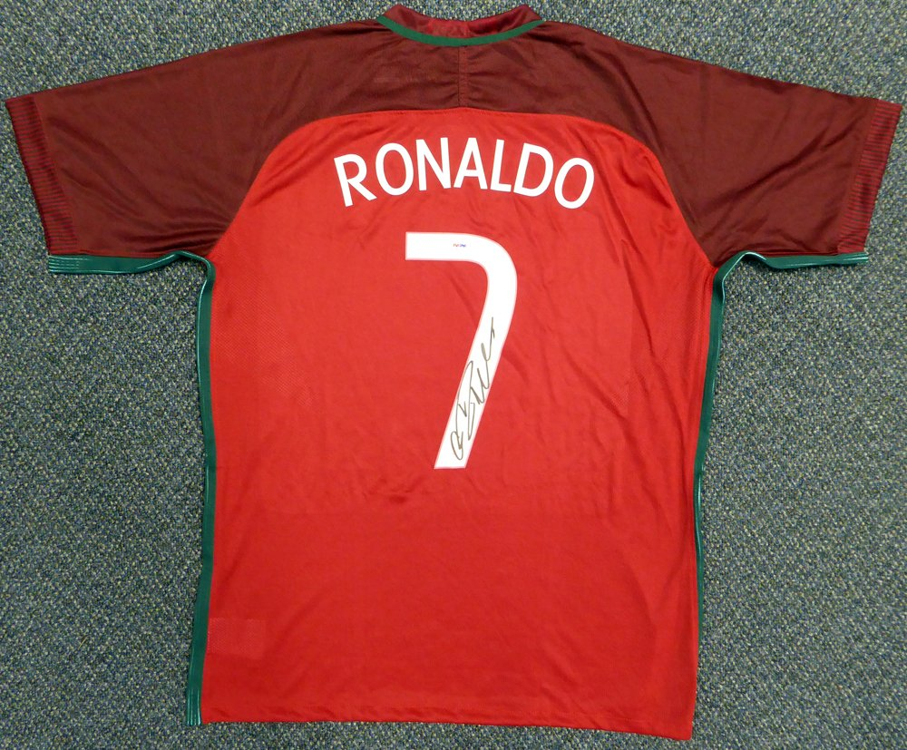 big sale e01e1 f40e0 Cristiano Ronaldo Signed Portugal Nike Authentic Red Jersey ...