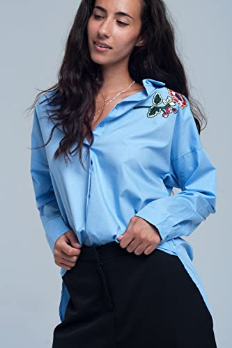 Q2 Mujer Camisa azul con detalle bordado
