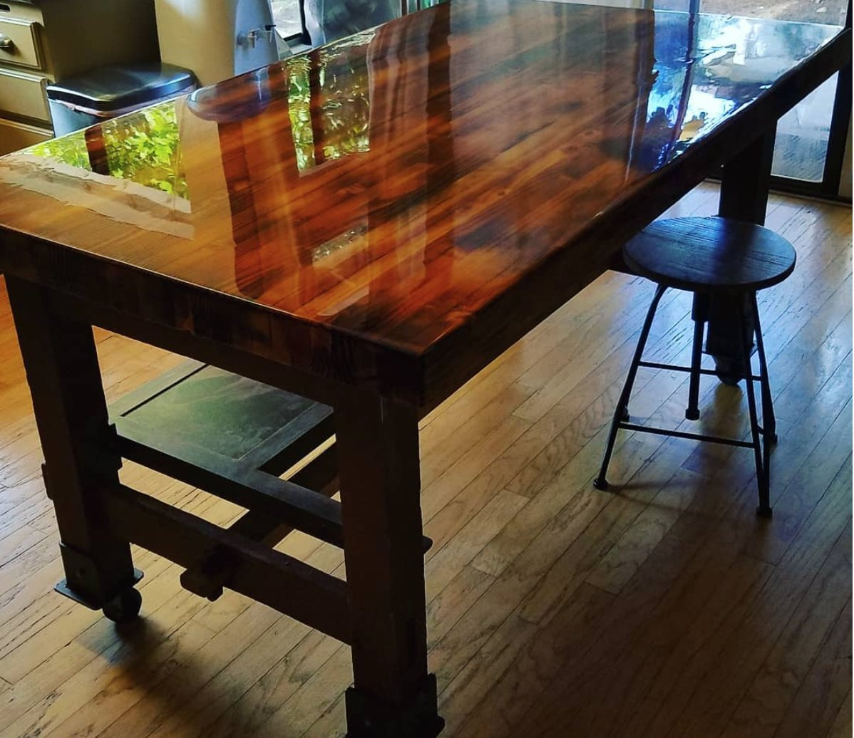 Crystal Clear Bar Table Top Epoxy Resin Coating For Wood Tabletop - 2 Quart  Kit