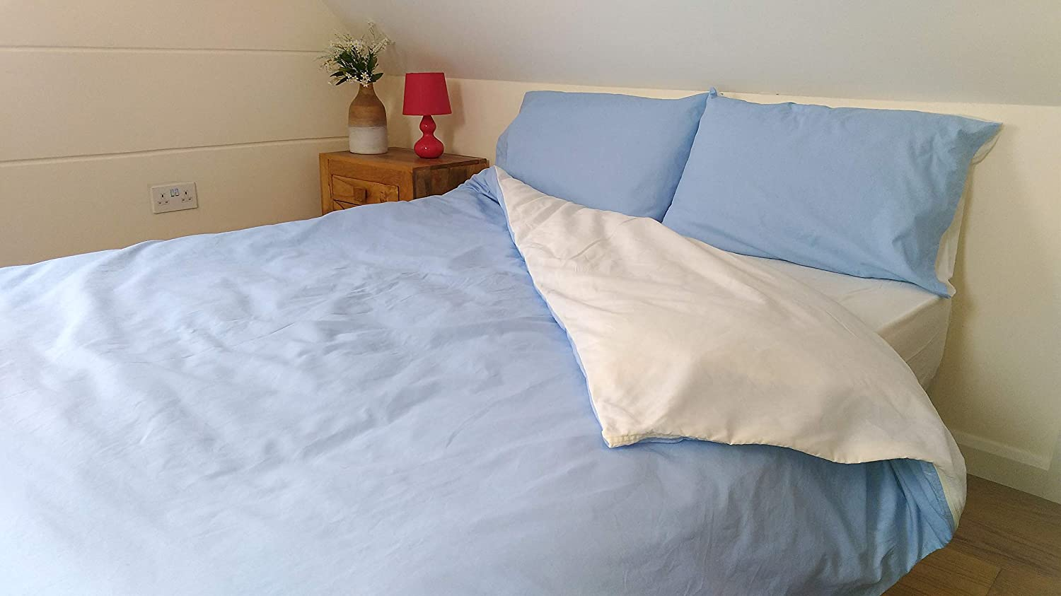 Double Duvet Cover With Continuous Zip On Three Sides Opens Up