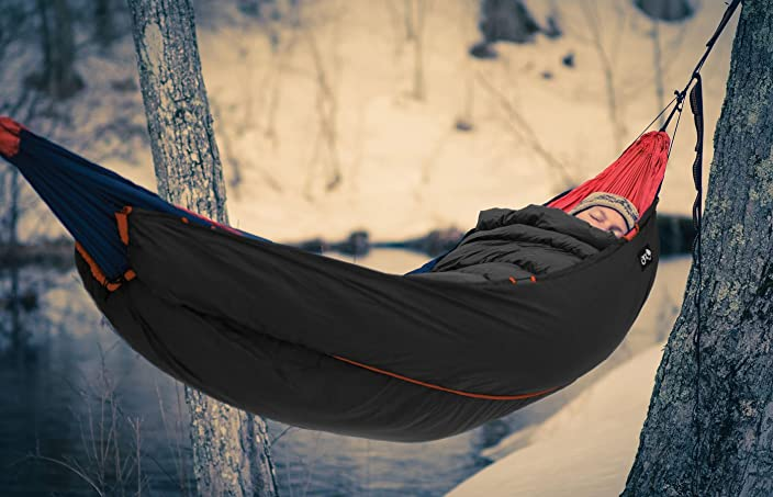 the Vulcan hammock Under Quilt keep out cold, provides warmth down to about 30 - 40F