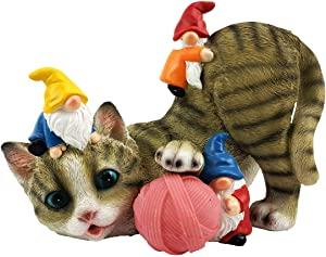 FLJZCZM Cat Garden Gnome Statue, Solar Light Patio Decor Cats Playing with Gnomes Resin Yard Home Funny Figurine Outdoor Lawn Ornaments, Gifts Powered LED Lights