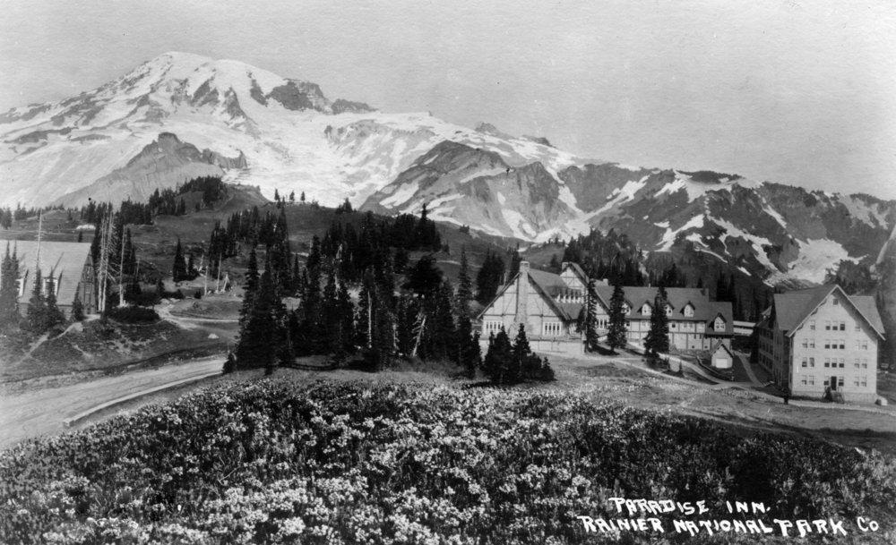 レーニア山国立公園、ワシントン – Exterior View of Paradise Inn 24 x 36 Giclee Print LANT-10738-24x36 B017ZIQ96S  24 x 36 Giclee Print