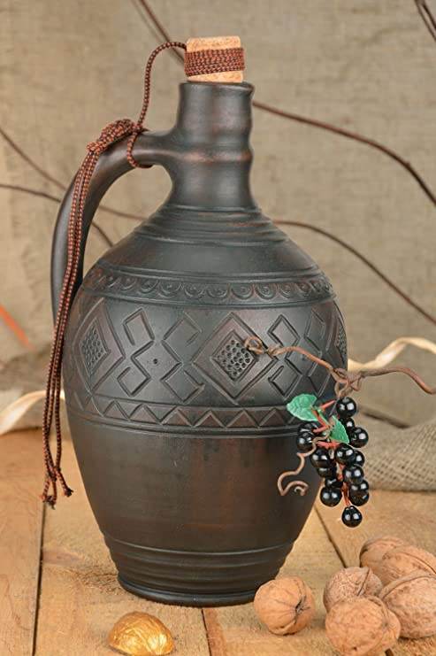 Botella de terracota decorada con asa y tapón grande hecha a ...