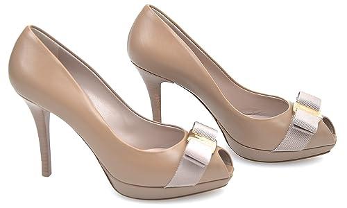 SALVATORE FERRAGAMO Zapato DE TACÓN Abierto EN Punta para Mujer GILIA  0494974 5 1 2 C Biscotto - Biscuit  Amazon.es  Zapatos y complementos 225e4737db