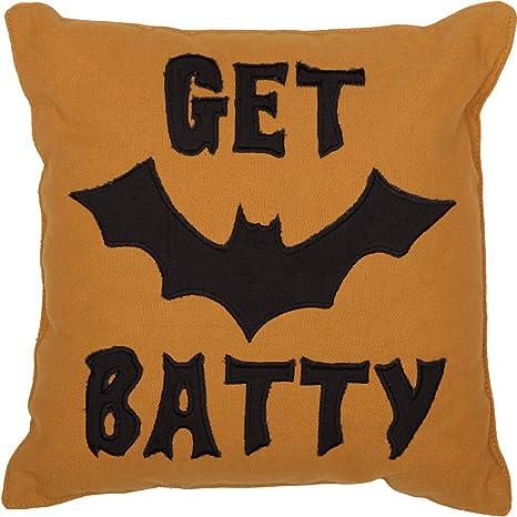 Amazon.com: VHC marcas Get Batty almohada: Home & Kitchen