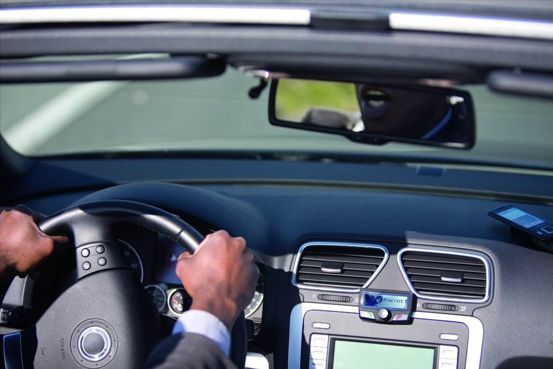 Amazoncom Parrot CK LCD Bluetooth Car Kit Car Electronics - Parrot key car show