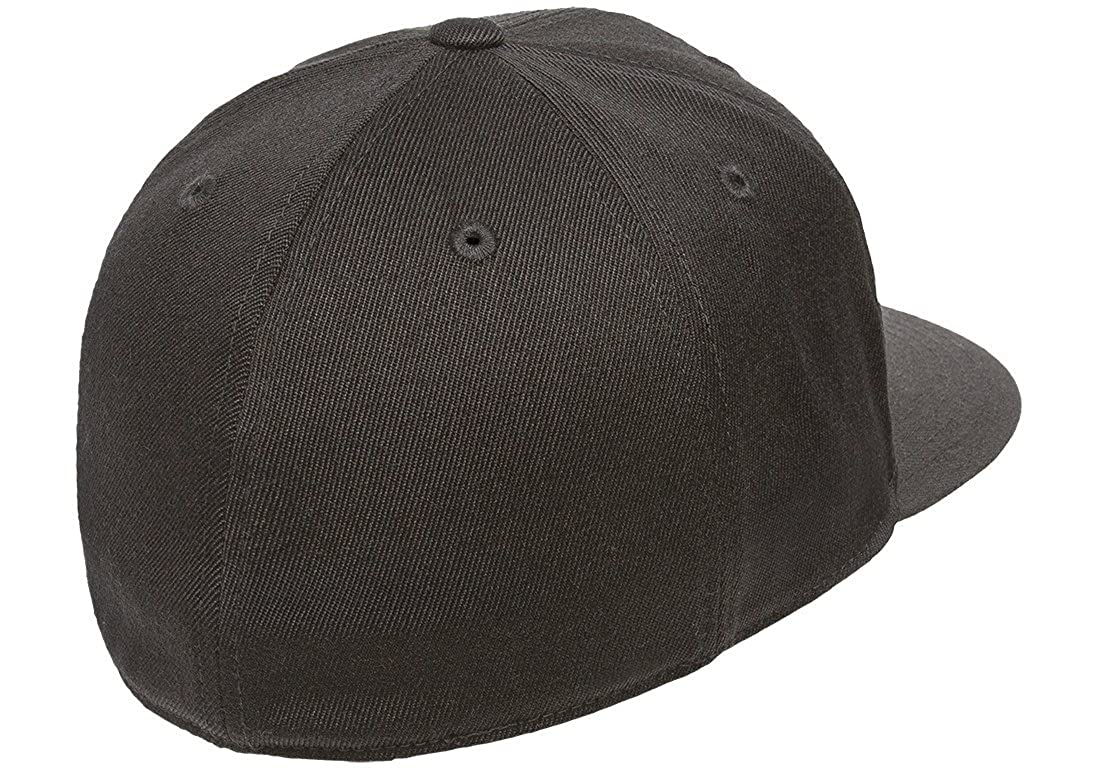 f7ed668834dbc Amazon.com  Flexfit Premium 210 Fitted Flat Brim Baseball Hat  Clothing