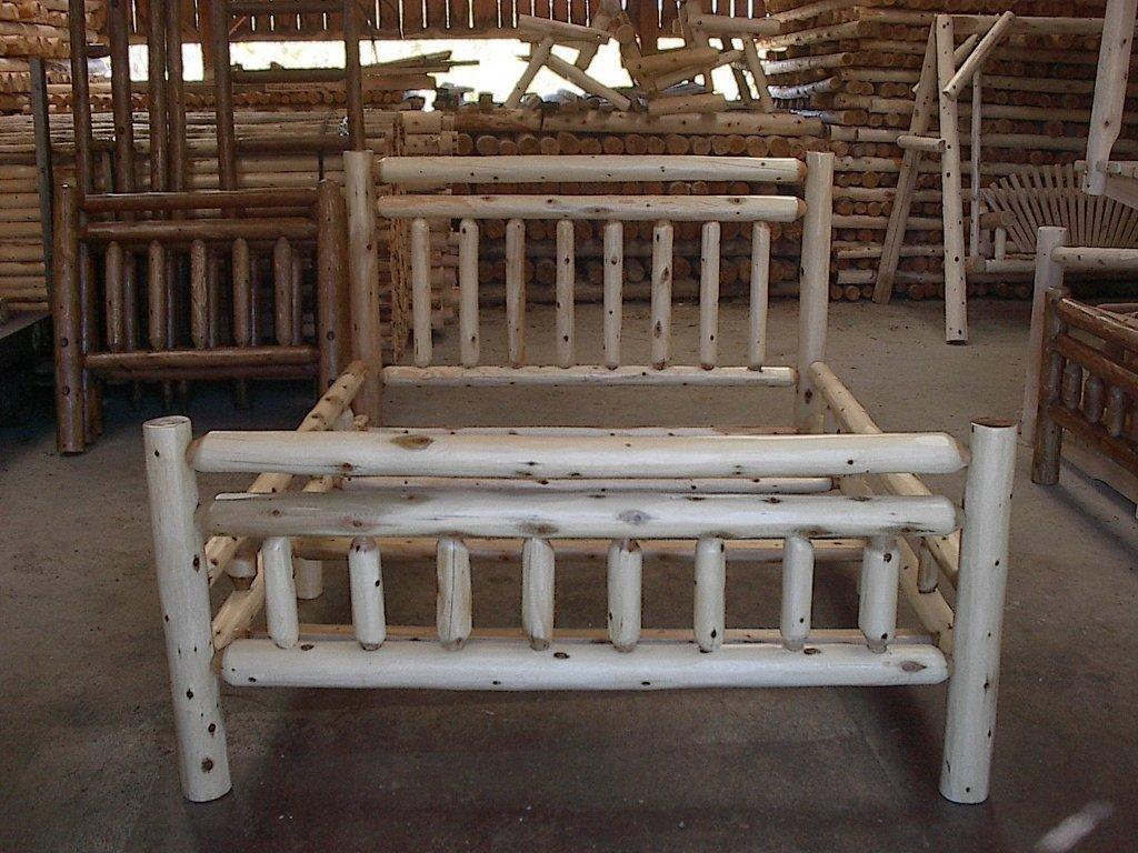 - Amazon.com: White Cedar Log Bed - King: Kitchen & Dining