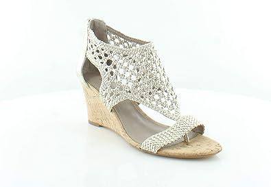d81081dae63 Amazon.com  Donald J Pliner Joli Women s Sandals   Flip Flops  Shoes