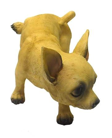 Charmant Peeing Tan Chihuahua Dog Lawn Garden Statue