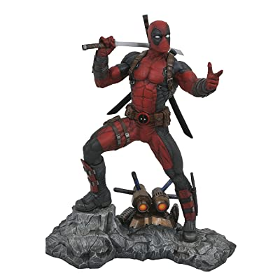 DIAMOND SELECT TOYS Marvel Premier Collection: Deadpool Resin Statue: Toys & Games