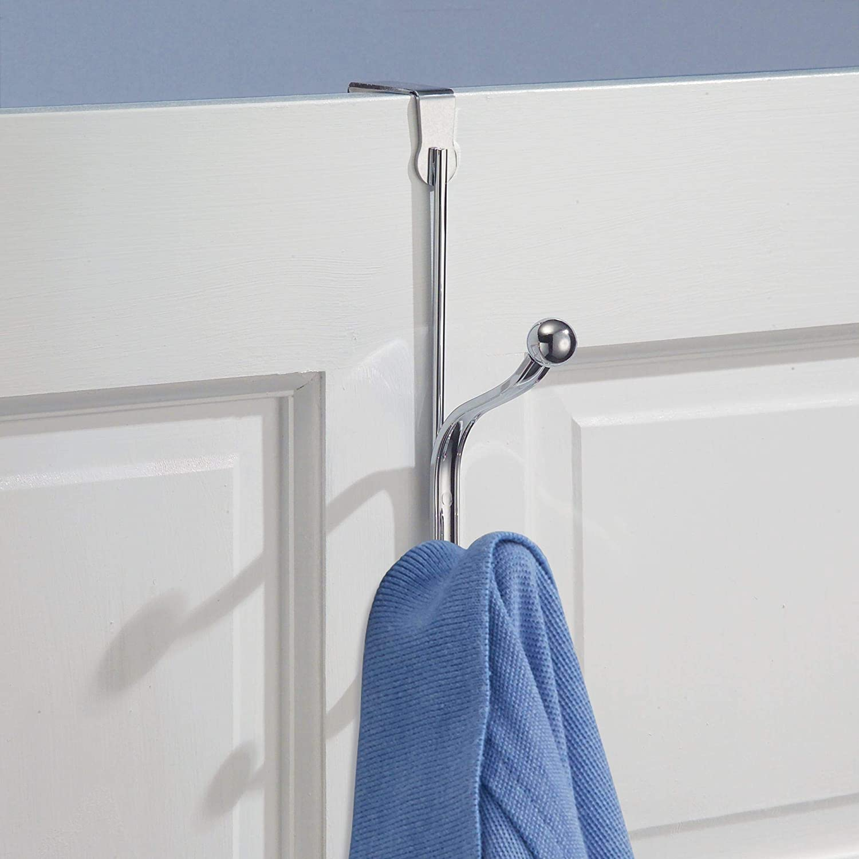 mDesign Percheros de puerta con ganchos dobles - Set de 3 ganchos para ropa  - Prácticos para colgar abrigos y chaquetas o como percha de baño - Sin  taladro ... e205356bb282