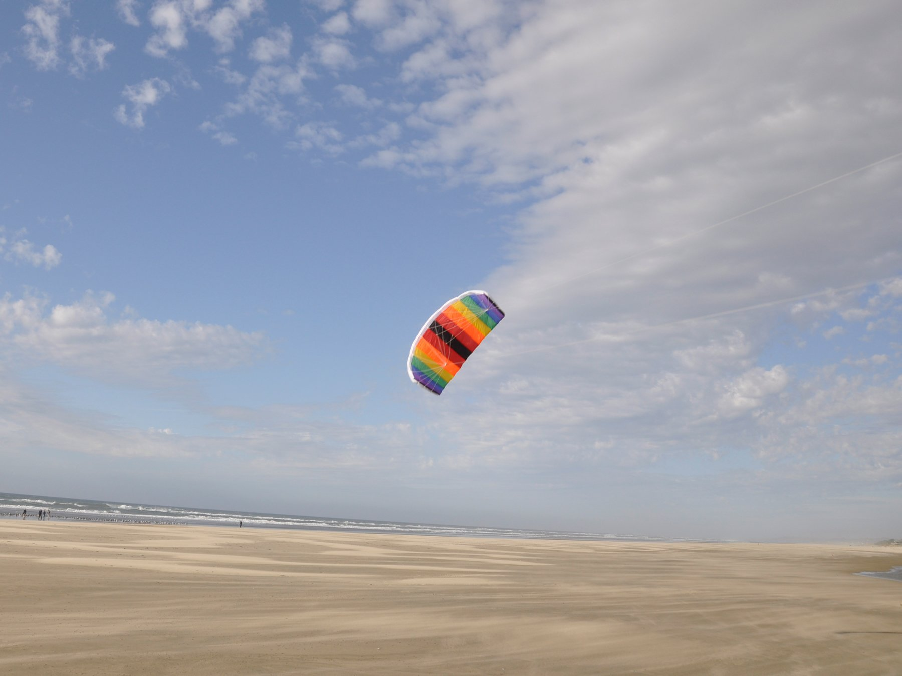 In the Breeze Black and Rainbow Power Kite, 2-Meter by In the Breeze (Image #2)