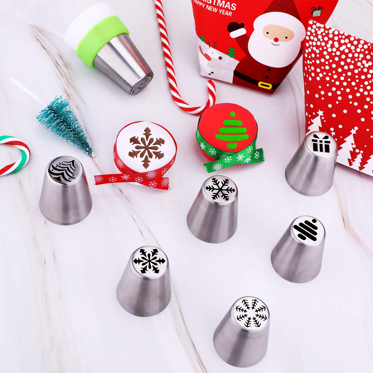 Gejoy 16 Pieces Russian Piping Tips Christmas Cake Icing Frosting Nozzle with Coupler for Cupcake Decoration Christmas Design
