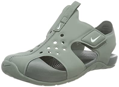 3ff98574d17b4 Amazon.com: NIKE Sunray Protect 2 Little Kids: Shoes