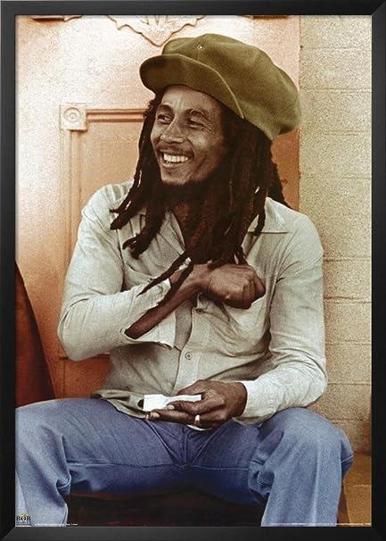 Amazon.com: Professionally Framed Bob Marley (Sitting, Rolling Joint ...