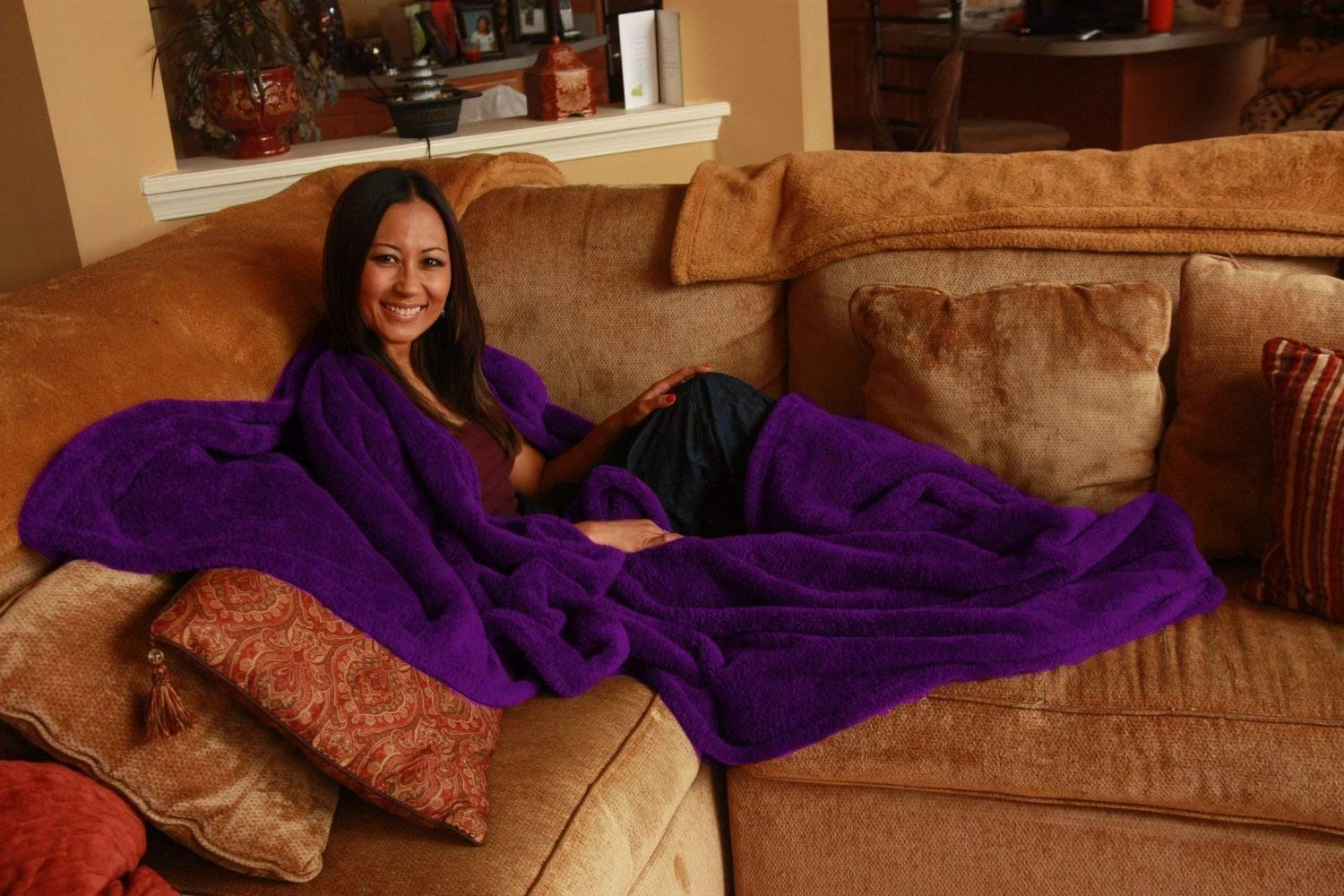 Ultra Cuddle - Shawl Blanket with Feet Pockets - Super Plush Purple The Ultra Cuddle Company