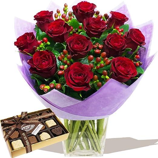 Mazzo Di Fiori Romantico.Eden4flowers Romantica Red Bouquet Di Rose E Cioccolatini Belga