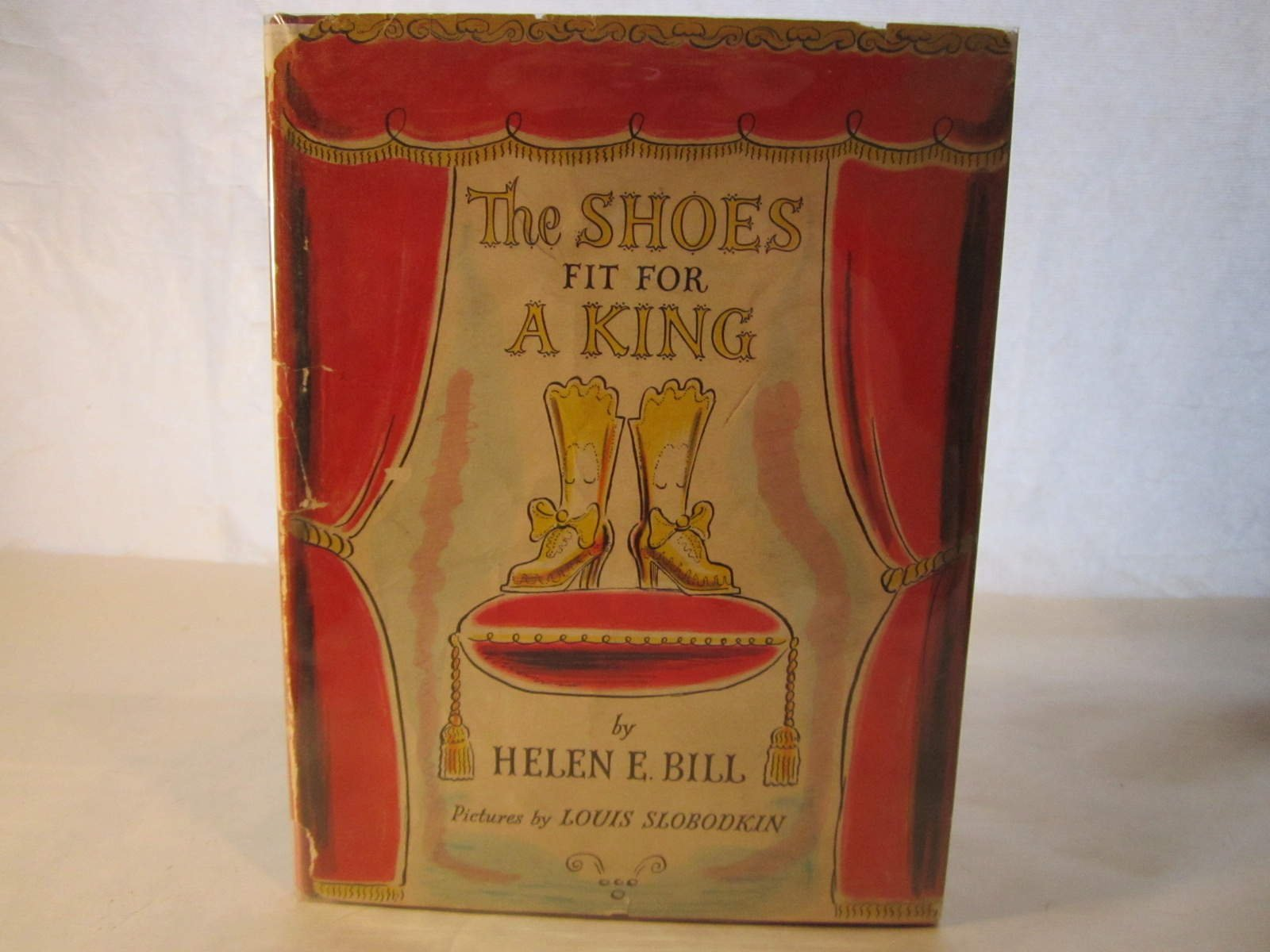 more photos 506db 09c14 The shoes fit for a king Hardcover – 1956
