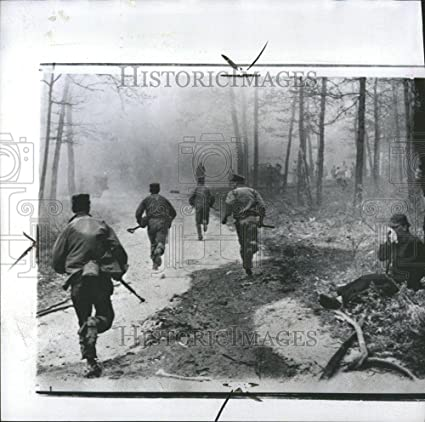 Amazon com: Vintage Photos 1957 Press Photo Soldiers Fire