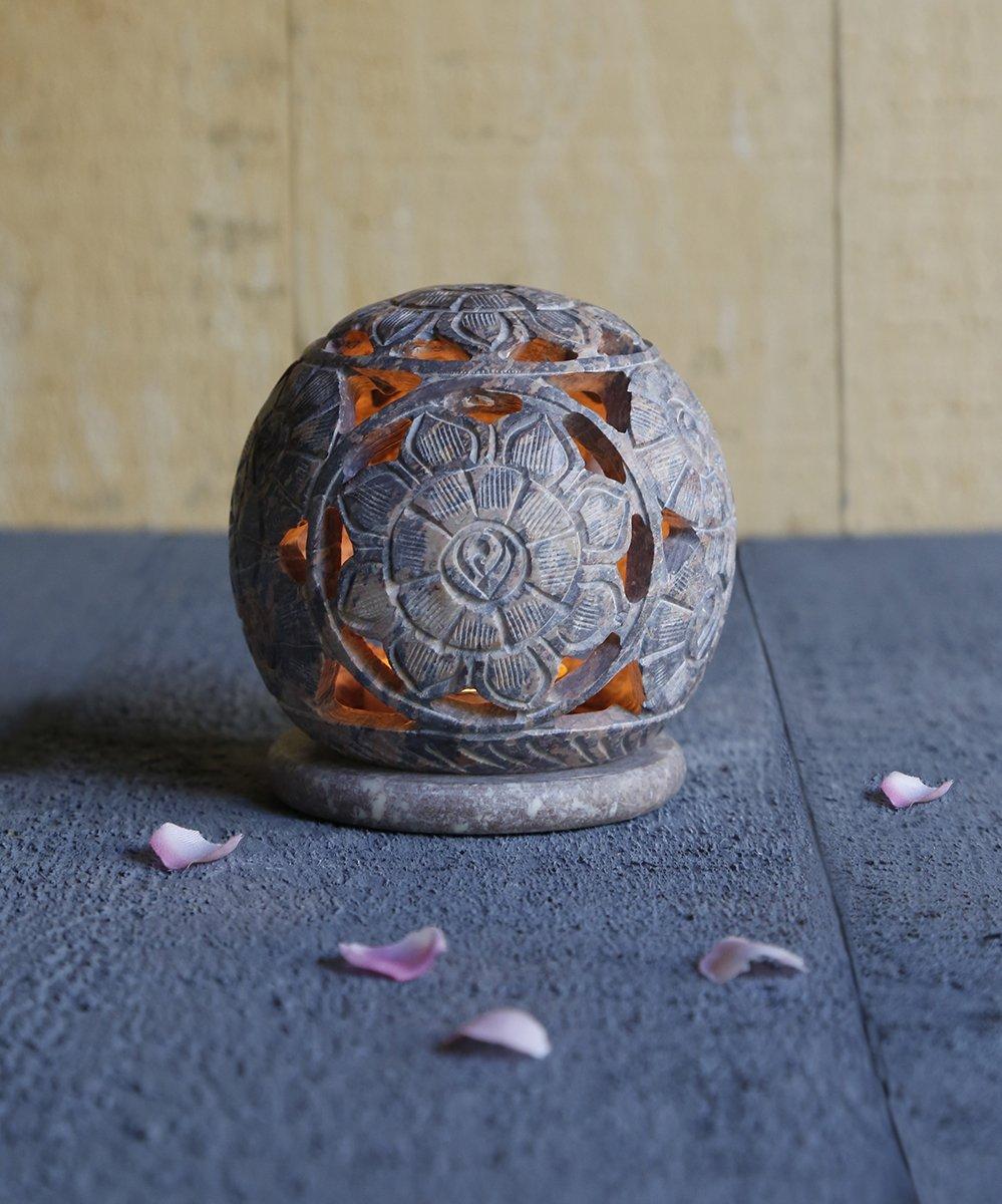 Store Indya, Te luz en forma de ovalo natural de esteatita vela votiva del sostenedor del quemador de incienso con floral grabado
