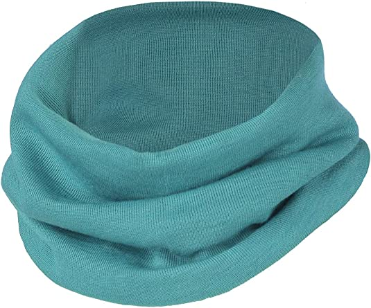 Girl or boy wool tuque and neck cover