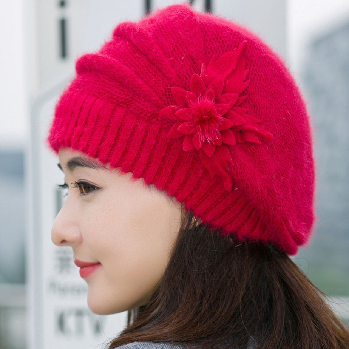 f052be54aa9 ... Femmes Fleur Tricot Crochet Beanie Hat Hiver Chaud Cap Beret Agrandir  l image