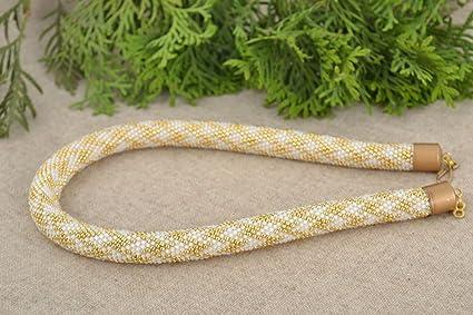 Collar de cuerda de abalorios japoneses artesanal adornado de colores dorado y blanco