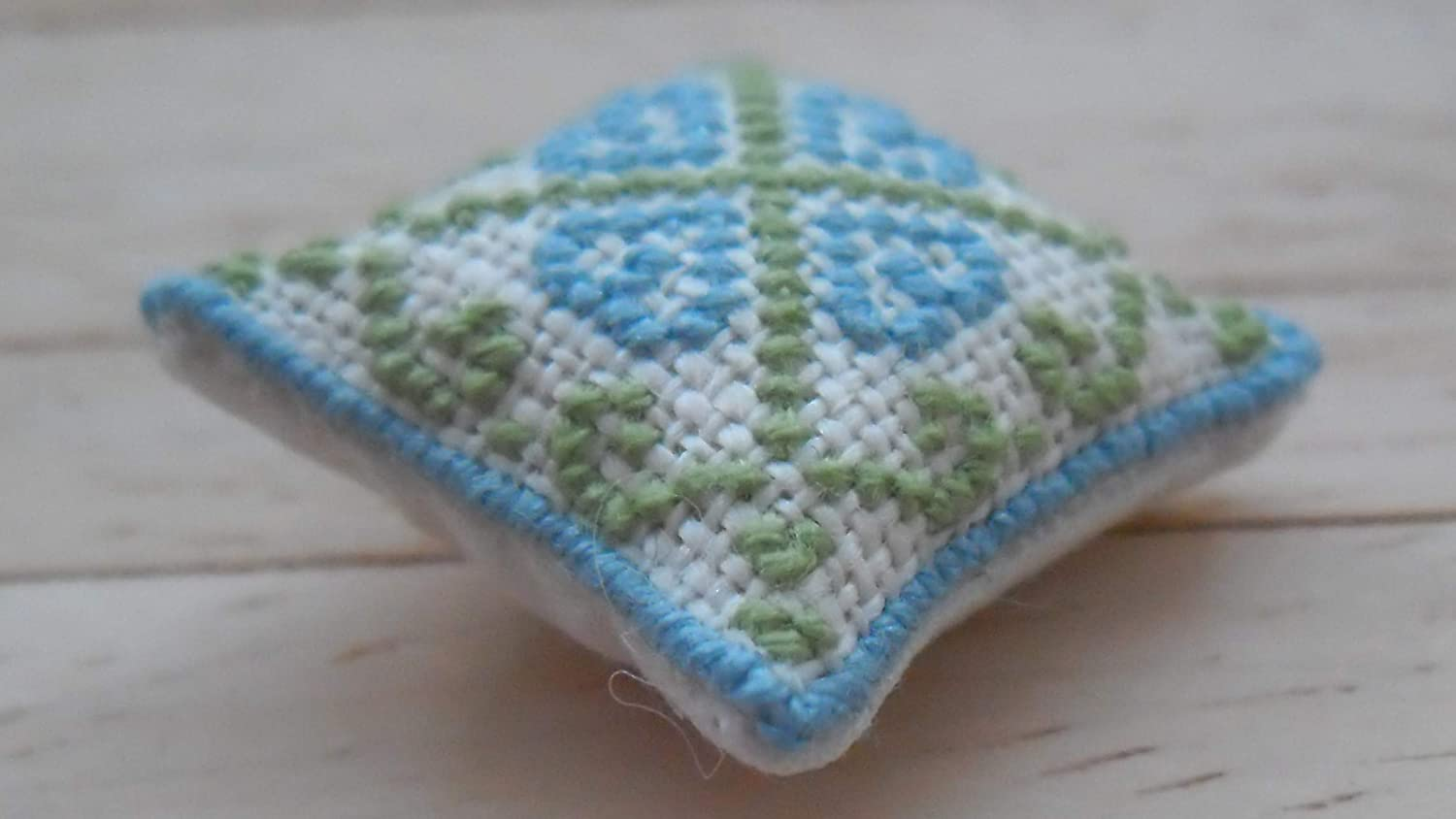 1//24th Scale Dolls House Hand Embroidered Cushions Hearts Design in Blue /& Green