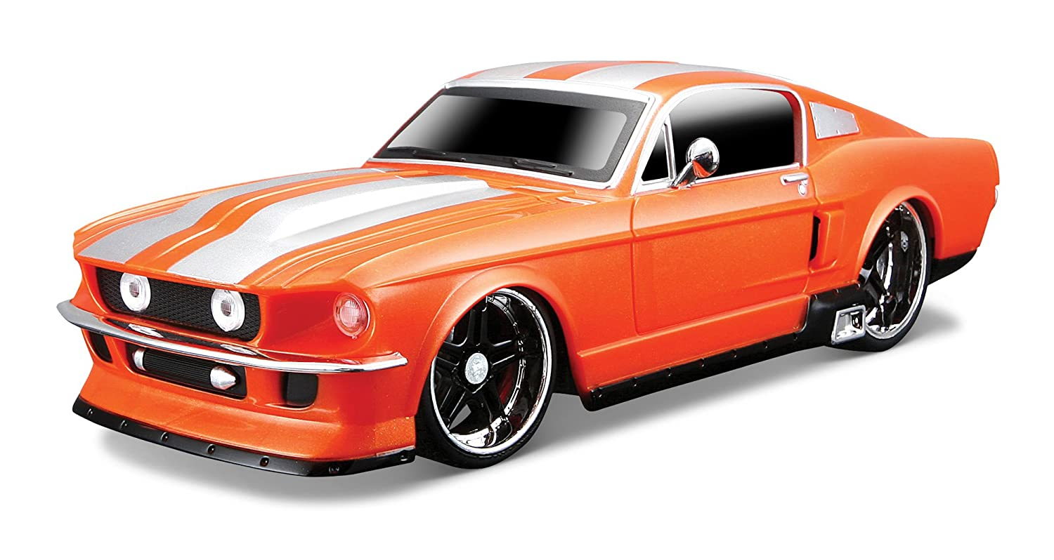 Amazon com maisto street series 1967 ford mustang gt orange 124 remote control car toys games