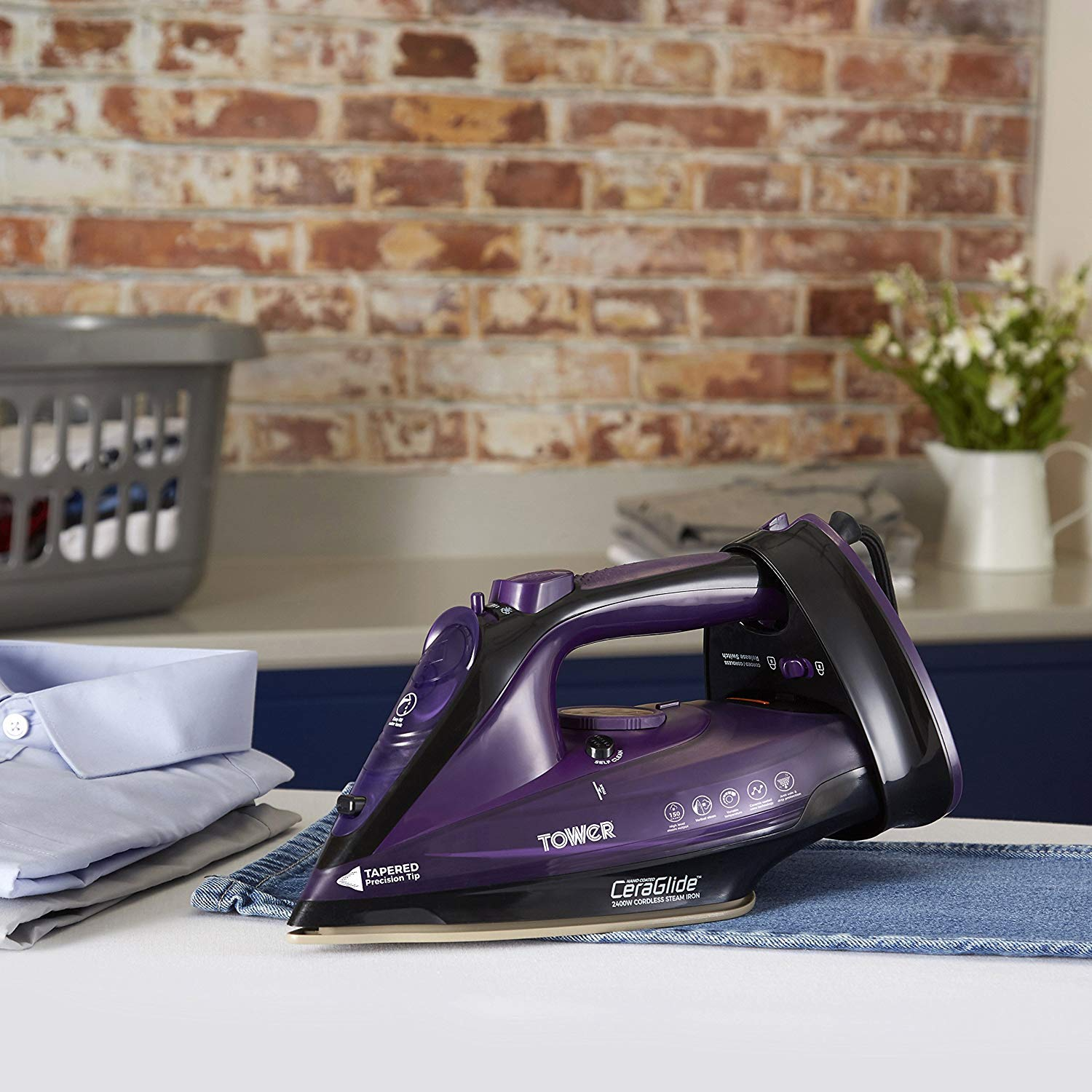 Tower T22008G CeraGlide 2-in-1 Cord or Cordless Steam Iron with Non-Stick Ceramic Soleplate Anti Drip 160 g Steam Boost Anti Scale Grey 2400 W Anti Calc and Self Cleaning Functions