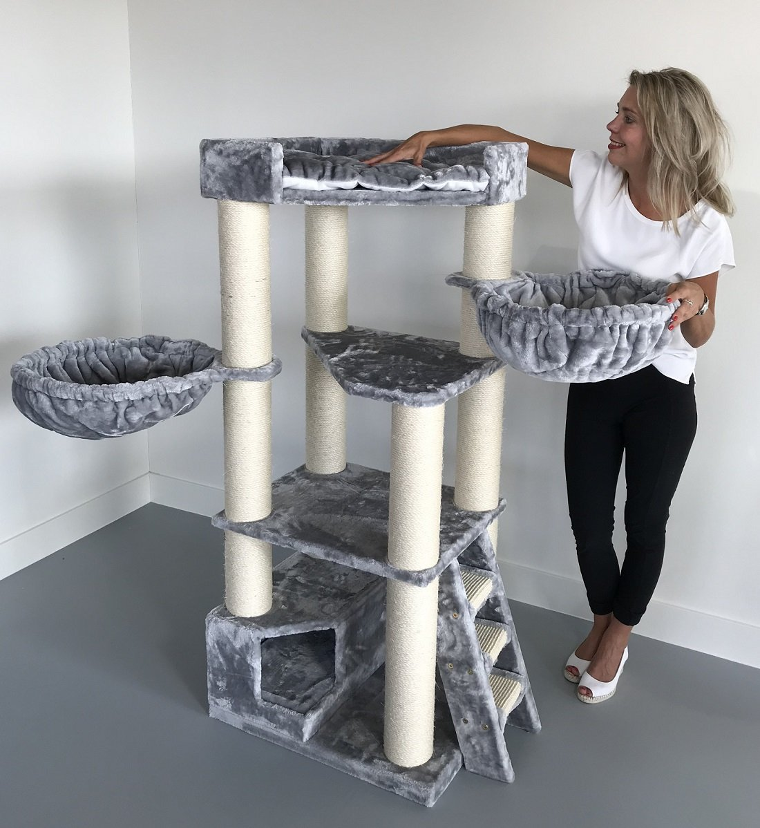 Cat Tree for Large Cats – Corner Cat XXL Light Grey – 59 inch 105 lbs 5 inch Ø poles – Total size 59x24x22 inch – Cat Scratcher scratching post activity center Cat Trees for large cats. Quality produc