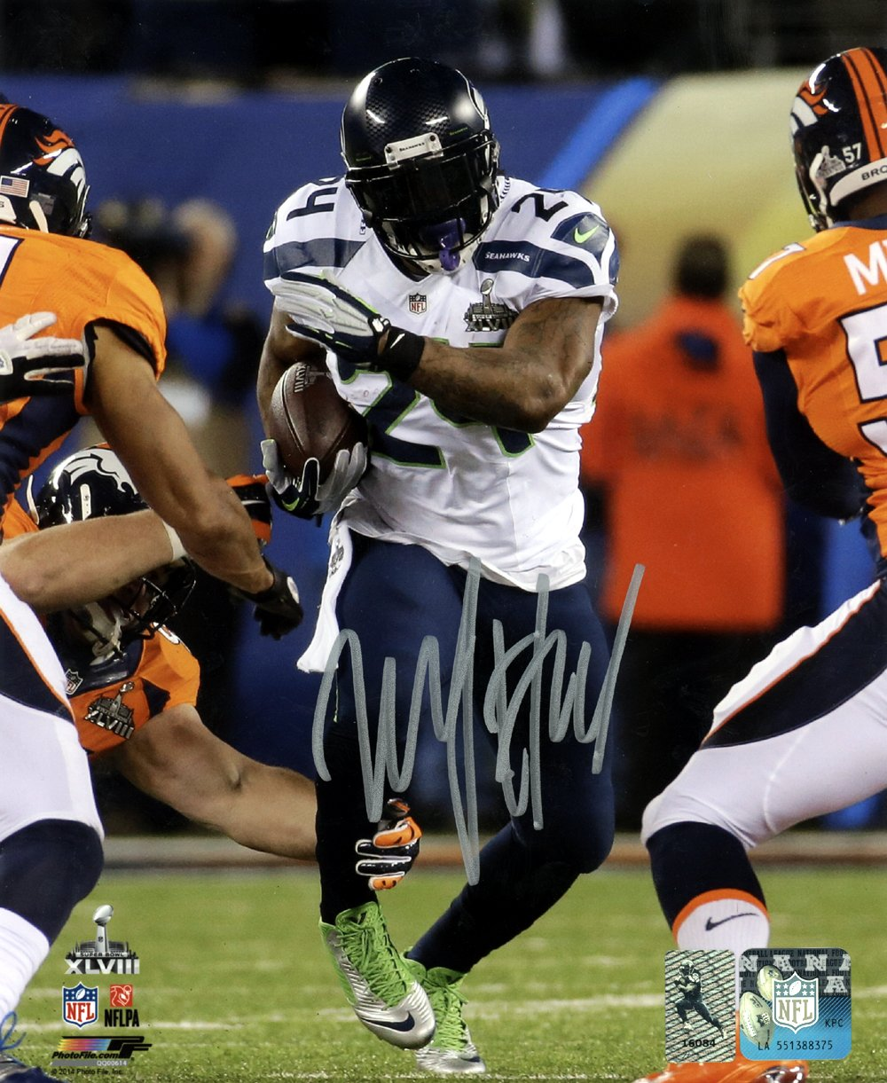 MARSHAWN LYNCH AUTOGRAPHED 8X10 PHOTO SEATTLE SEAHAWKS SUPER BOWL ML HOLO STOCK #130748