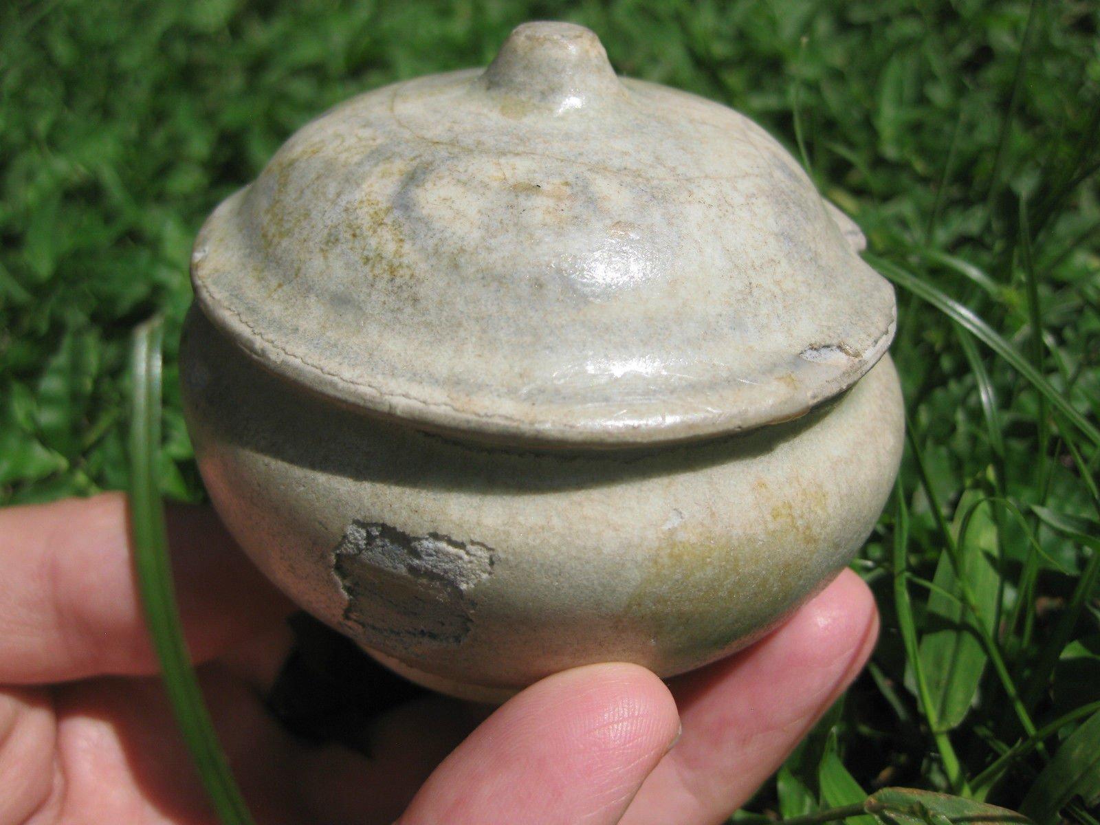 Thai glazed small lidded jar pottery, Savankhalok, Thailaland, 1200-1400AD
