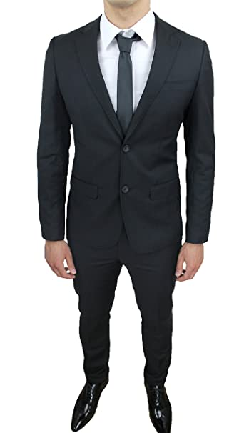 Completo nero elegante uomo