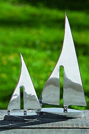 Cet ensemble décoratif de 2 bateaux, fabriqué en aluminium, sera un excellent ajout à votre maison. Cet ensemble de bateaux