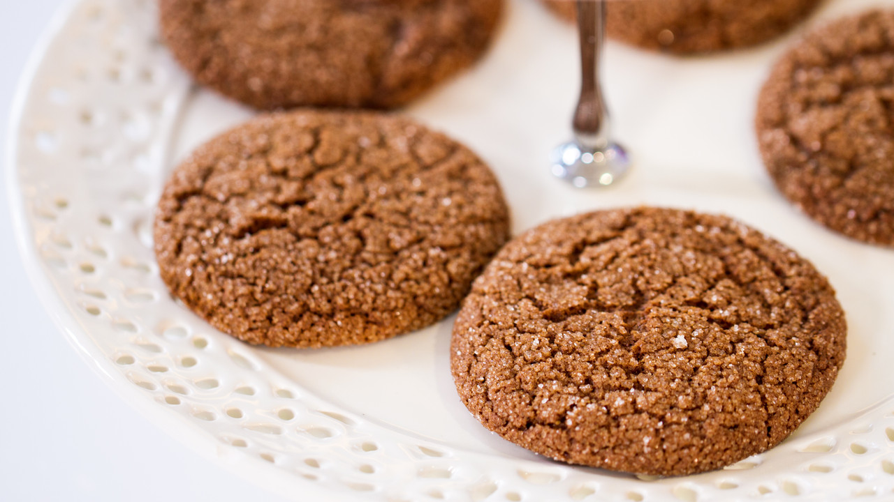 Ginger Snap Cookies with Ground Black Pepper