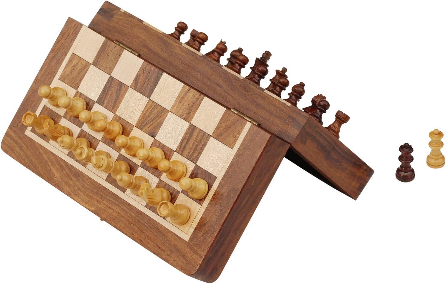 Schach Ultimatives 25 cm x 25 cm Klassisches Holz Reise Schachspiel mit Magnet Staunton Figuren und klappbares Spielbrett Handgefertigt von Handwerkern in feines Rosenholz mit einem Walnuss-Finish