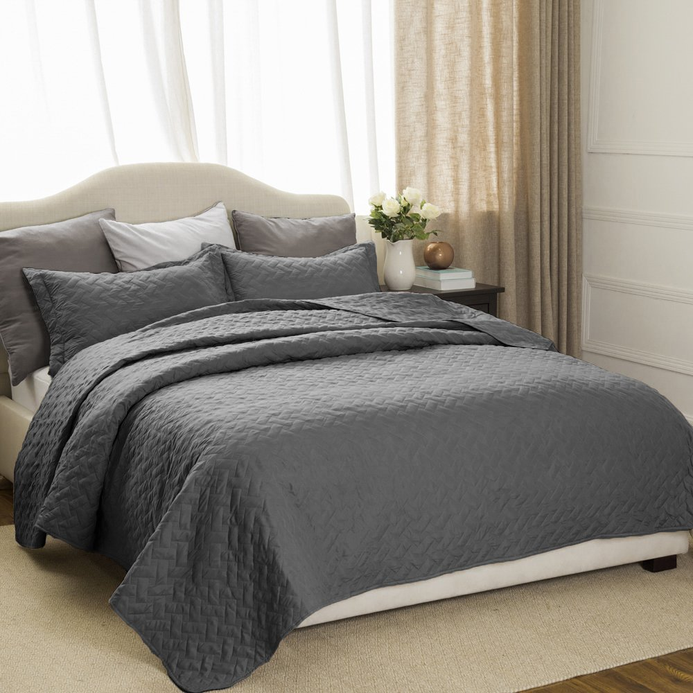 Bedsure 2-Piece Bedding Quilt set Grey Twin size 68x86 Bedspread with 1 Pillow Sham Pattern Soft Microfiber Coverlet set