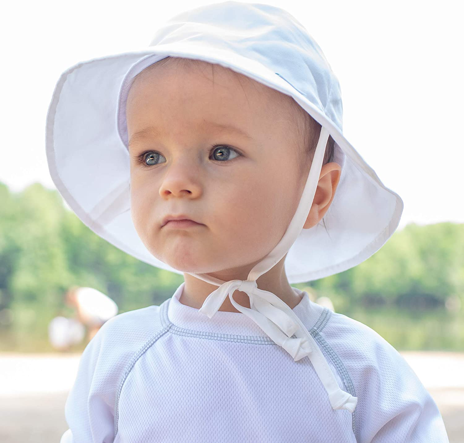 by green sprouts Baby Bucket Sun Protection Hat i play