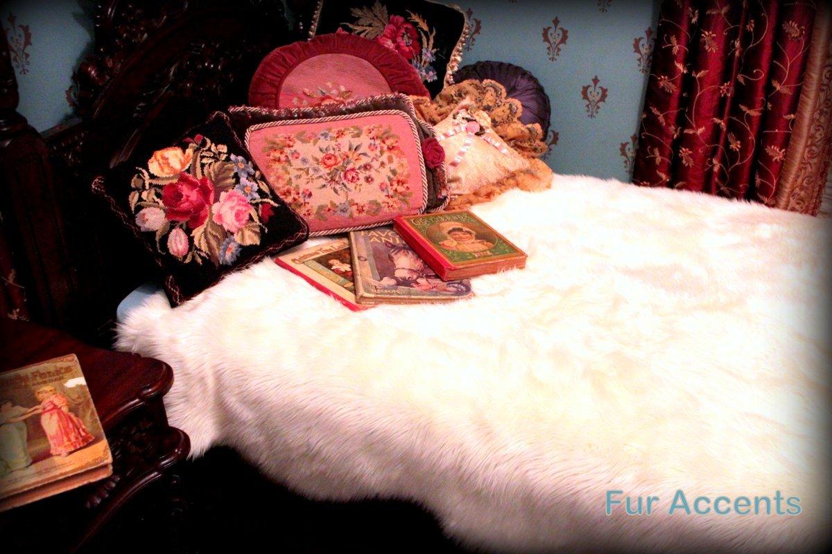 ファーアクセント雪プリンセスFauxファーベッドスプレッド/ Queen Coverlet / Scallops / Throw Blanket / 70