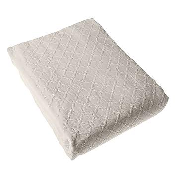 homescapes couvre lit Homescapes   Couvre Lit Crème matelassé Motif en Relief Arabesques  homescapes couvre lit
