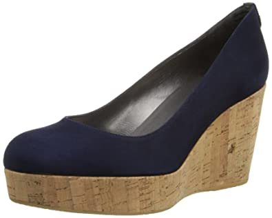 3bb2132ff4bc Amazon.com  Stuart Weitzman Women s York Wedge Pump  Shoes