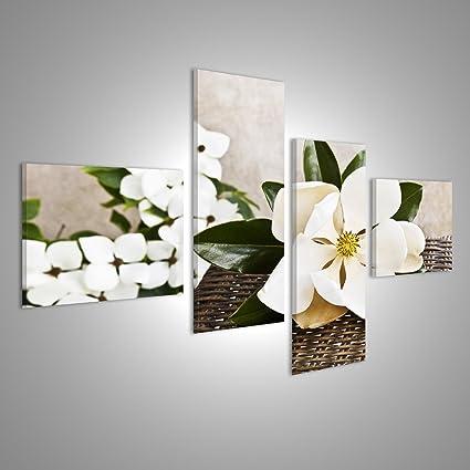 Quadri Moderni Una bella grande magnolia fiore su un tavolo con ...