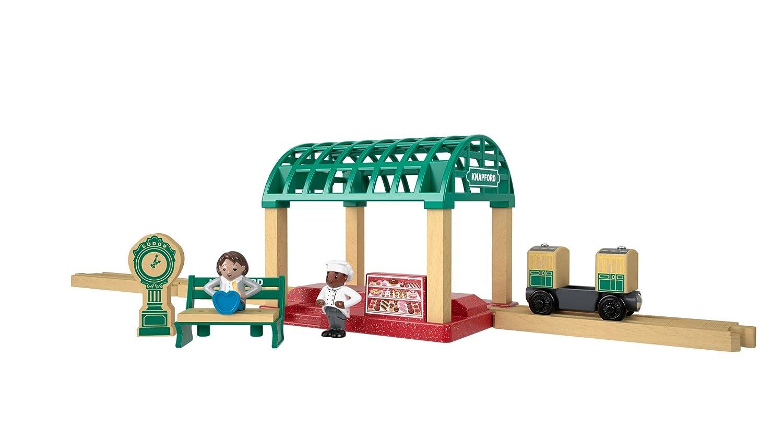 Thomas & Friends FKF49 Wood Knapford Train Station Set, Thomas the Tank Engine Toy Train Set, Wooden Toy Train Set, 3 Year Old Mattel
