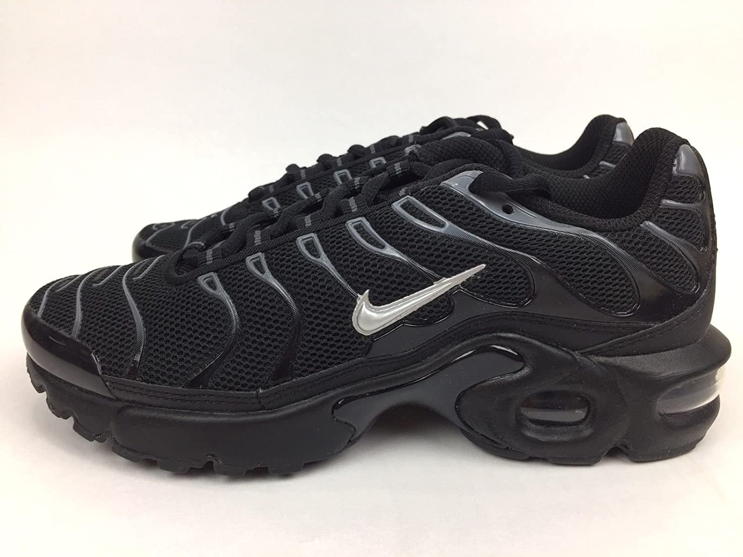 competitive price 51fc2 03d3d Amazon.com | Nike Air Max Plus TN (GS) Youth Sneaker Black ...