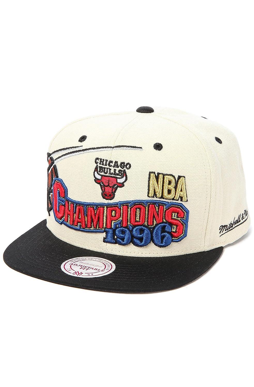 72881aa01ab Amazon.com   Chicago Bulls Mitchell   Ness 1996 Champions Hat in Cream    Basketball Shorts   Clothing