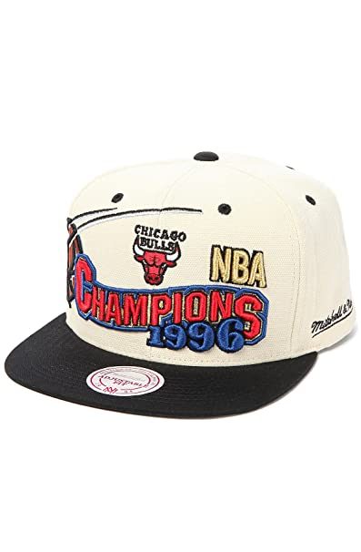 big sale 3e349 7352f Amazon.com   Chicago Bulls Mitchell   Ness 1996 Champions Hat in Cream    Basketball Shorts   Clothing