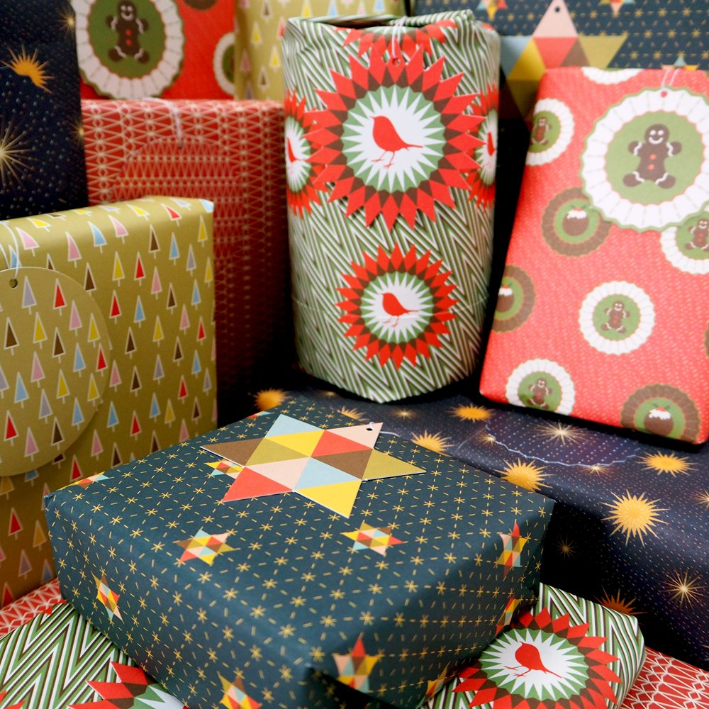 Bright Stem, 6 fogli di carta da regalo natalizia assortiti (piegati) ed etichette